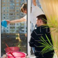 Putzfrau putz Fenster in Wohnung https://fensterputzererlangen.de Herzogenaurach Langensendelbach